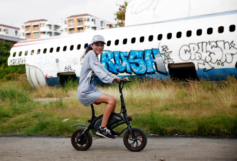 Easiest E-Scooter to cruise around with in airplane graveyards